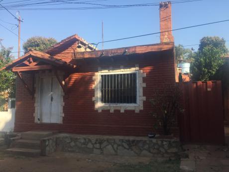 Vendo Casa Ubicada En El Barrio San Felipe A Pasos Del Centro De San Lorenzo.