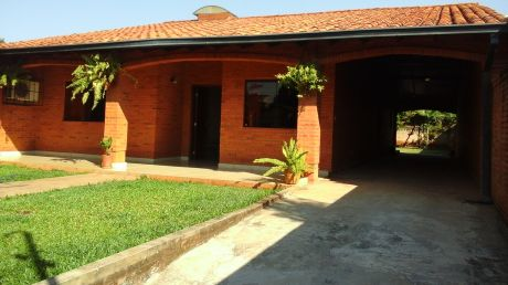 Vendo Hermosa Casa Zona Luque-fernando, 12 X 49  210 Mts Cuad. Area Construida