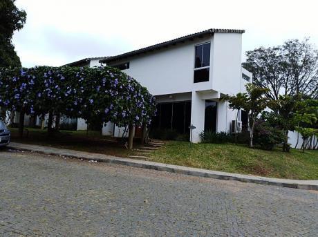 Vendo Casa En Barrio Cerrado,zona Luque/ Rakiura