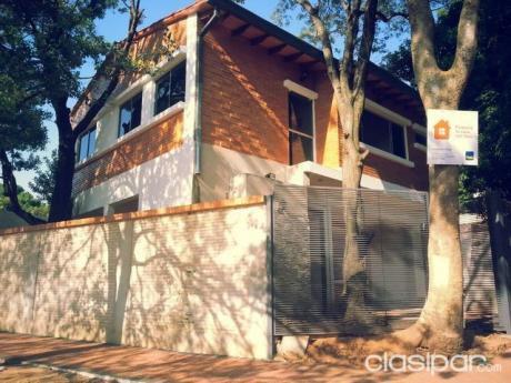 Alfa Inmobiliaria Vende Casa En Asuncion Tipo Duplex Zona Abasto
