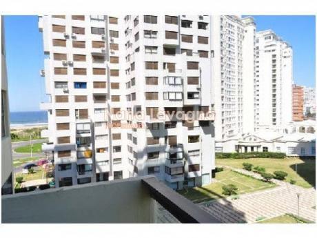 Apartamento En Parquemar Center D,  En Venta, Brava, Punta Del Este, 2 Dormitorios. - Ref: 201464
