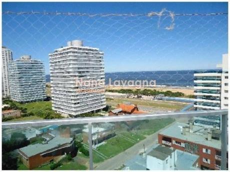 Apartamento En Torre O,  En Venta, Brava, Punta Del Este, 3 Dormitorios. - Ref: 203437