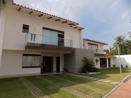Casa En Venta Av. PiraÍ Entre 4to Y 5to Anillo Condominio Santa MÓnica