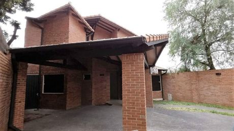 Hermosa Casa En Barrio Herrera