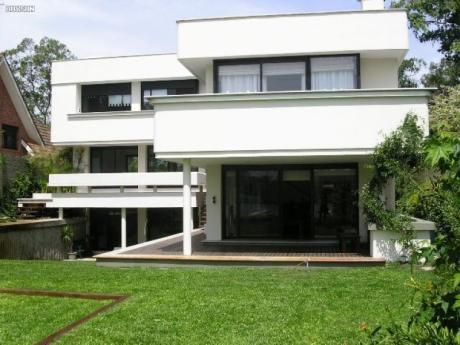Venta De Casa 4 - 5 Dormitorios En Lo Mas Lindo De Carrasco Este, Zona Lagos, Minimalista Y Como A Estrenar Uruguay
