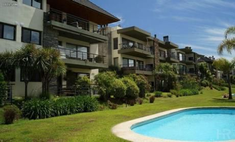 Vendo O Alquilo Apartamento, 2 Dormitorios, Cochera, Barrio Privado, Carrasco, Montevideo, Uruguay