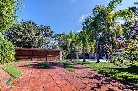 Excelente Casa En Barrio Cantegril, Zona Residencial, Todas Las Comodidades
