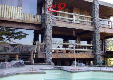 Mansion Con DiseÑo Original Y Vista ParadisÍaca