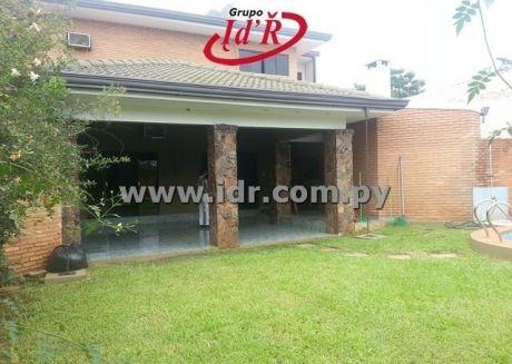 Vendo Casa Con Piscina  En Bo. Herrera Www.idr.com.py