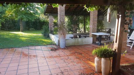 Venta Casa Las Toscas. Amplio Jardin. Parrillero