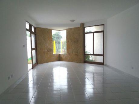 Linda Casa De 2 Plantas Zona Sur 4to. Anillo Radial 13