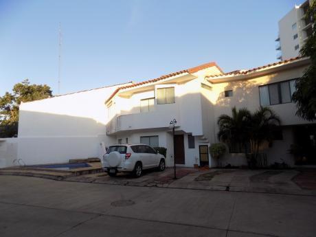 Casa En Venta, Condominio Santa Lucia, Av. Beni Entre 4to Y 5to Anillo