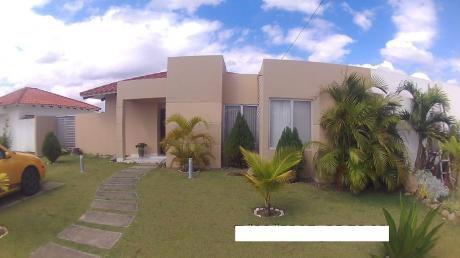 Inmobiliaria Ofrece: En Anticrético Casa En Condominio Zona Urubo