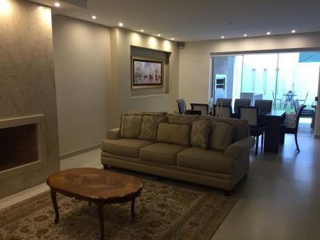 Casa De 3 Dormitorios En Suite, En Condominio, Barrio Seminario