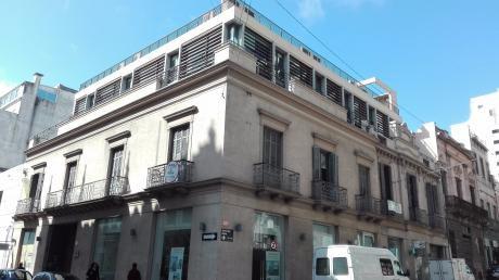 Excelente Apto/oficina En Emblematico Edificio  Proximo A Plaza Matriz