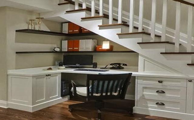 Ideas creativas para aprovechar el espacio debajo de las for Decoracion de espacios bajo la escalera