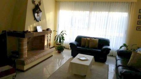 Hermosa Casa, 272 Mts, 5 Dormitorios, Dos Plantas