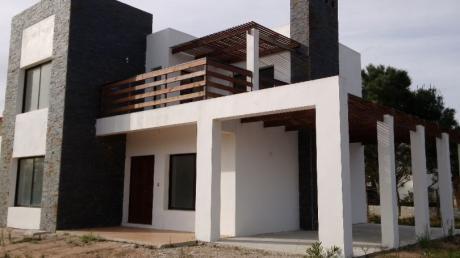 Estrene Casa Alto Pinares En  La Mejor Zona