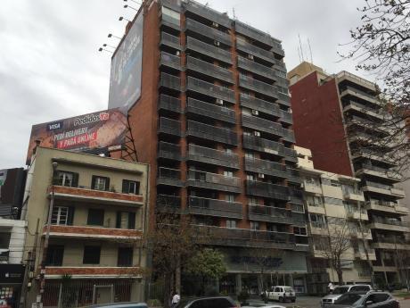 Shopping Montevideo 26 De Marzo Y L. De Herrera Con Balcon  Y Barbacoa.
