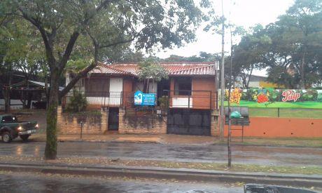 Residencia Con Buena Ubicacion - Zona Santisima Trinidad