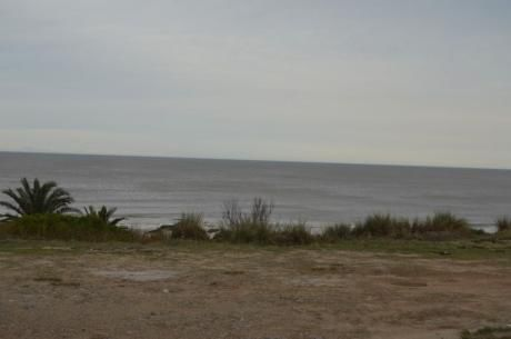 Venta De Casa En Atlantida  Frente Al Mar.-
