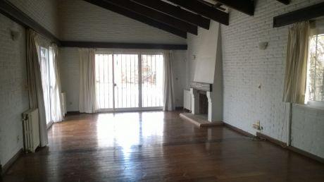 Excelente Casa En 820m2 De Terreno.3 Dorm + Serv. Barbacoa