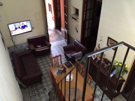 Casa De 3 Dormitorios En El Centro!