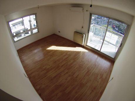 Apartamento En Alquiler De 3 Dormitorios Tres Cruces