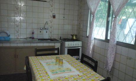 Casa Principal Y Apartamento En Un Padrón.