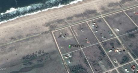 Punta Negra, Piriapolis, Venta De Terreno Contra Frente Al Mar.
