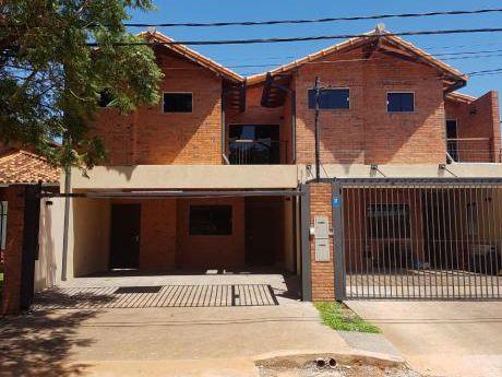 Vendo Hermoso.duplex En Bo.herrera Con.patio Y Opcion De Piscina
