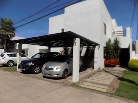Casa En Venta 5to Anillo Av. Radial 26 Condominio Villa Del Rosario