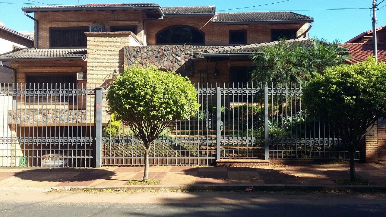 Vendo V-055 Residencia - Barrio Mburucuyá