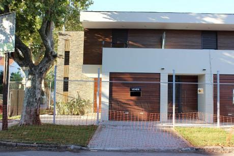 Proximo Al  Shopping - 2 Dormitorios, Patio, Parrillero  Y Garaje Estrene