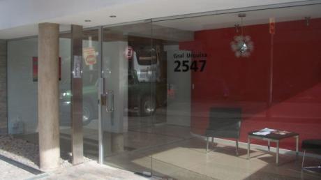 Prox. Shopping Tres Cruces Y Centros De Salud