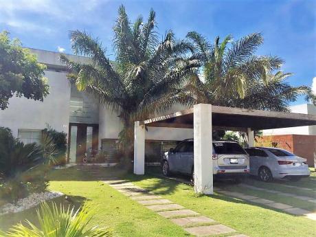 Casa Familiar De 4 Dormitorio Con Piscina,en Urubo