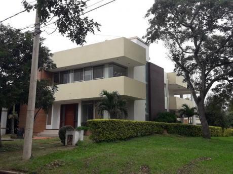 Amplia Y Moderna Casa En Los Parques Del Urubo