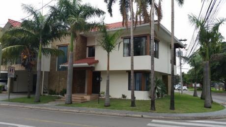 Bella Casa En Alquiler En Barrio Norte