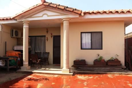 Casa Con Piscina En Venta Zona Sur Radial 13 Y Santos Dumont 6to Anillo