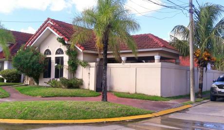 Casa En Alquiler En Condominio Cerrado!