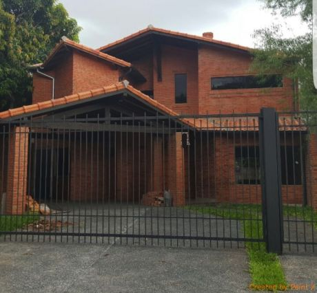 Vendo Residencia De 4 Dormitorios En Barrio Herrera