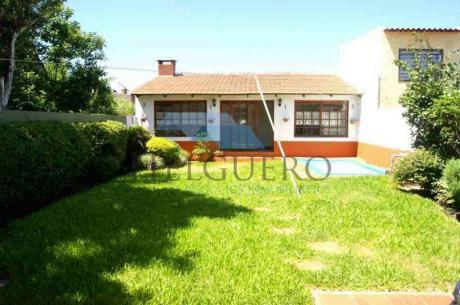 Casa En Malvin, De 2 Plantas, 4 Dormitorios, 3 Baños En 370m2