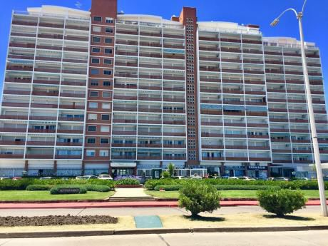 Frente Al Mar! Alquiler Apartamento 1 Dormitorio Y Medio En Parada 1 De La Mansa