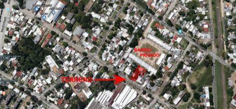 Terreno Con 2 Construcciones Habitables En Zona Vis