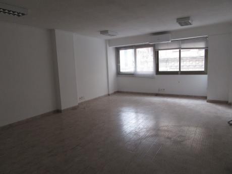 Oficina Con Gge En Juncal PróX Plaza Indep.