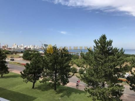 Apartamentos En Playa Mansa: Col166a