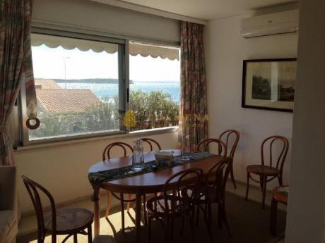 Apartamentos En Playa Mansa: Col521a