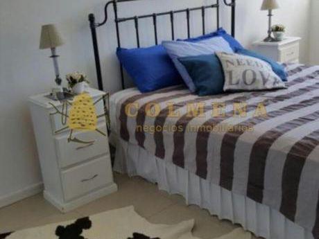 Apartamentos En Playa Mansa: Col615a