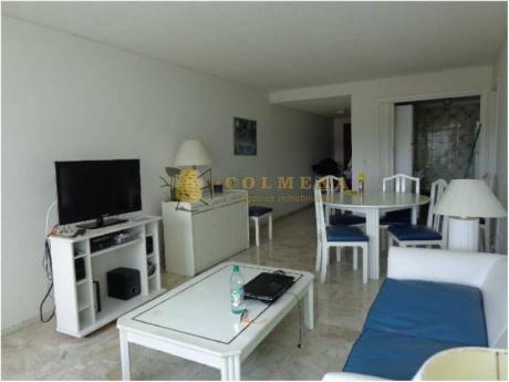 Apartamentos En Playa Mansa: Col761a