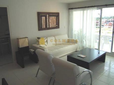 Apartamentos En Playa Mansa: Col767a